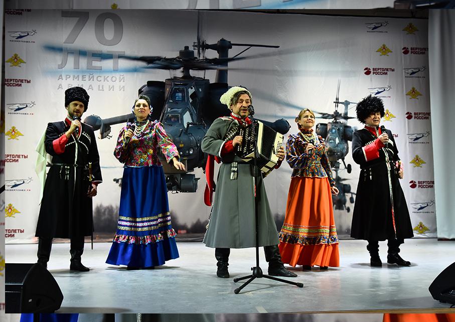 Выступление казачьего ансамбля