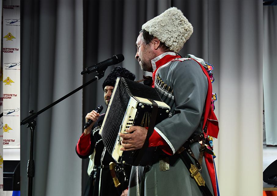 http://kazakimoskva.ru/2018/10/27/ansambl-kazachij-dyuk-v-teatre-rossijskoj-armii/