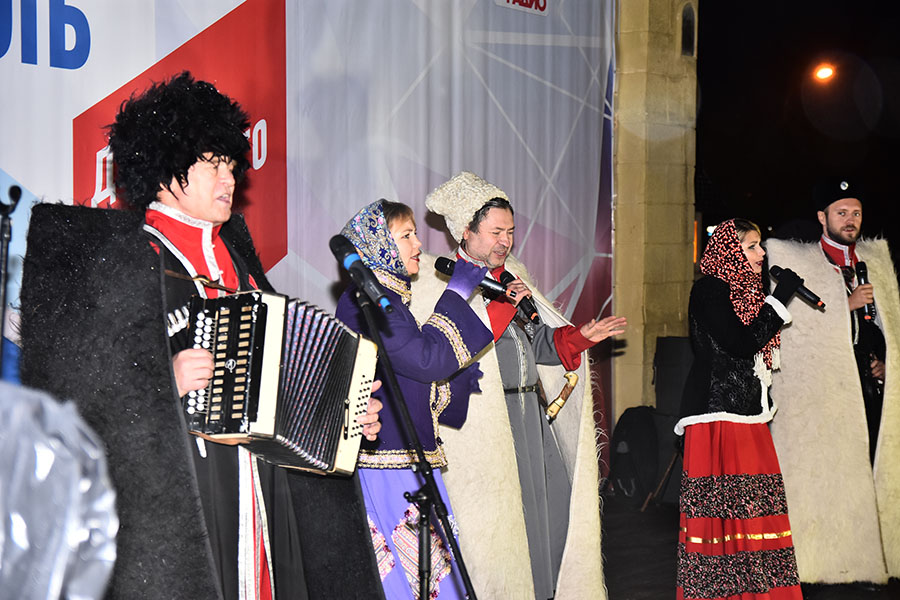 """На сцене известный ансамбль """"Казачий Дюк"""""""