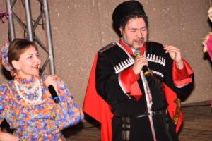 казак и казачка на сцене