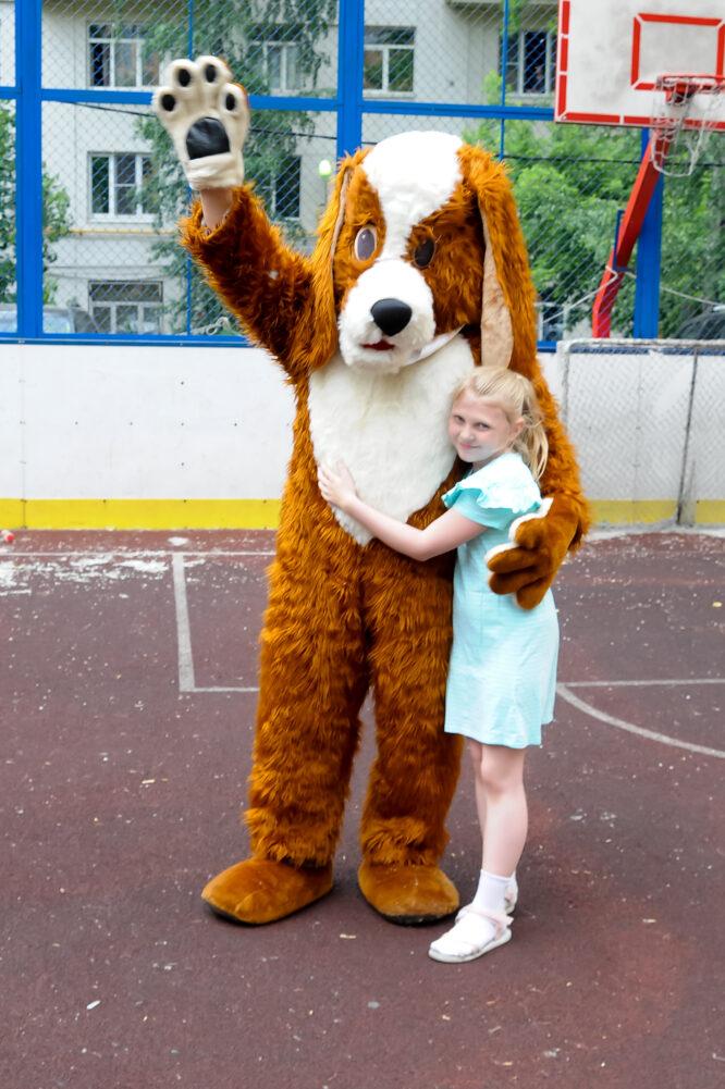 ростовая кукла собака и девочка